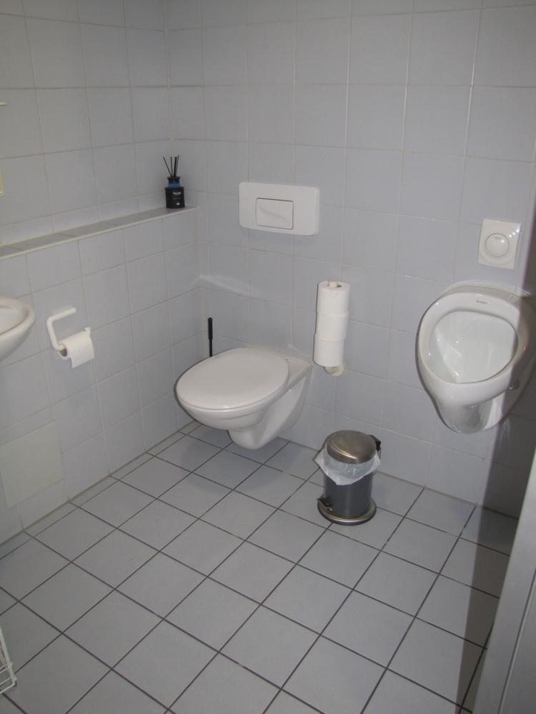 Die Herrentoilette