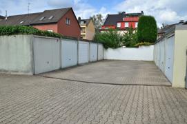 Garagenhof (2.v.l.)