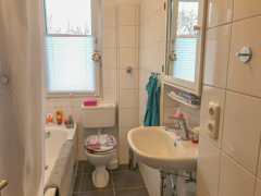 NEU zur Vermietung in Bochum Oberdahlhausen - Bad mit Fenster - Reuter Immobilien – Immobilienmakler