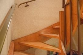 NEU zum Verkauf in Bochum - Wiemelhausen - Reihenendhaus - Treppenaufgang EG - Reuter Immobilien – Immobilienmakler