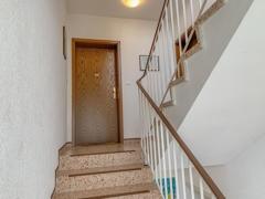 NEU zur Vermietung in Bochum Harpen - Treppenhaus - Reuter Immobilien – Immobilienmakler