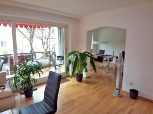 Wohnzimmer mit Esszimmer-Büro
