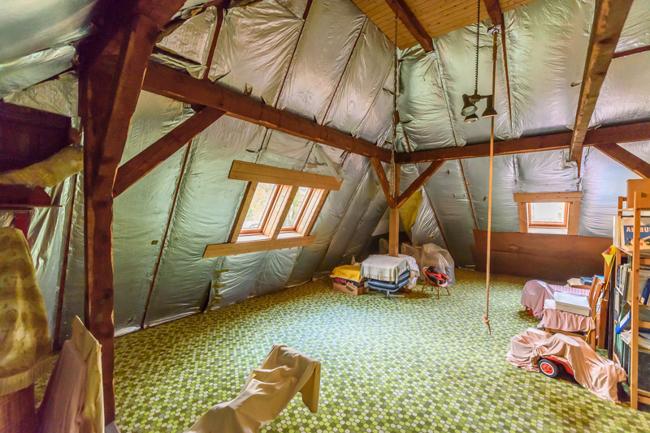 Nicht ausgebauter Dachboden