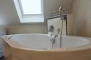 Freistehende Badewanne im DG