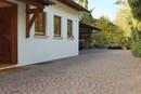 Hauseingang und Carport