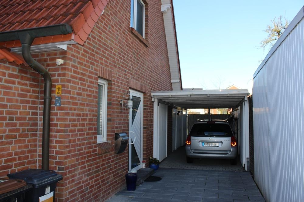 Eingang & Carport