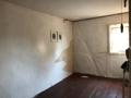 unrenoviertes Zimmer im Obergeschoss