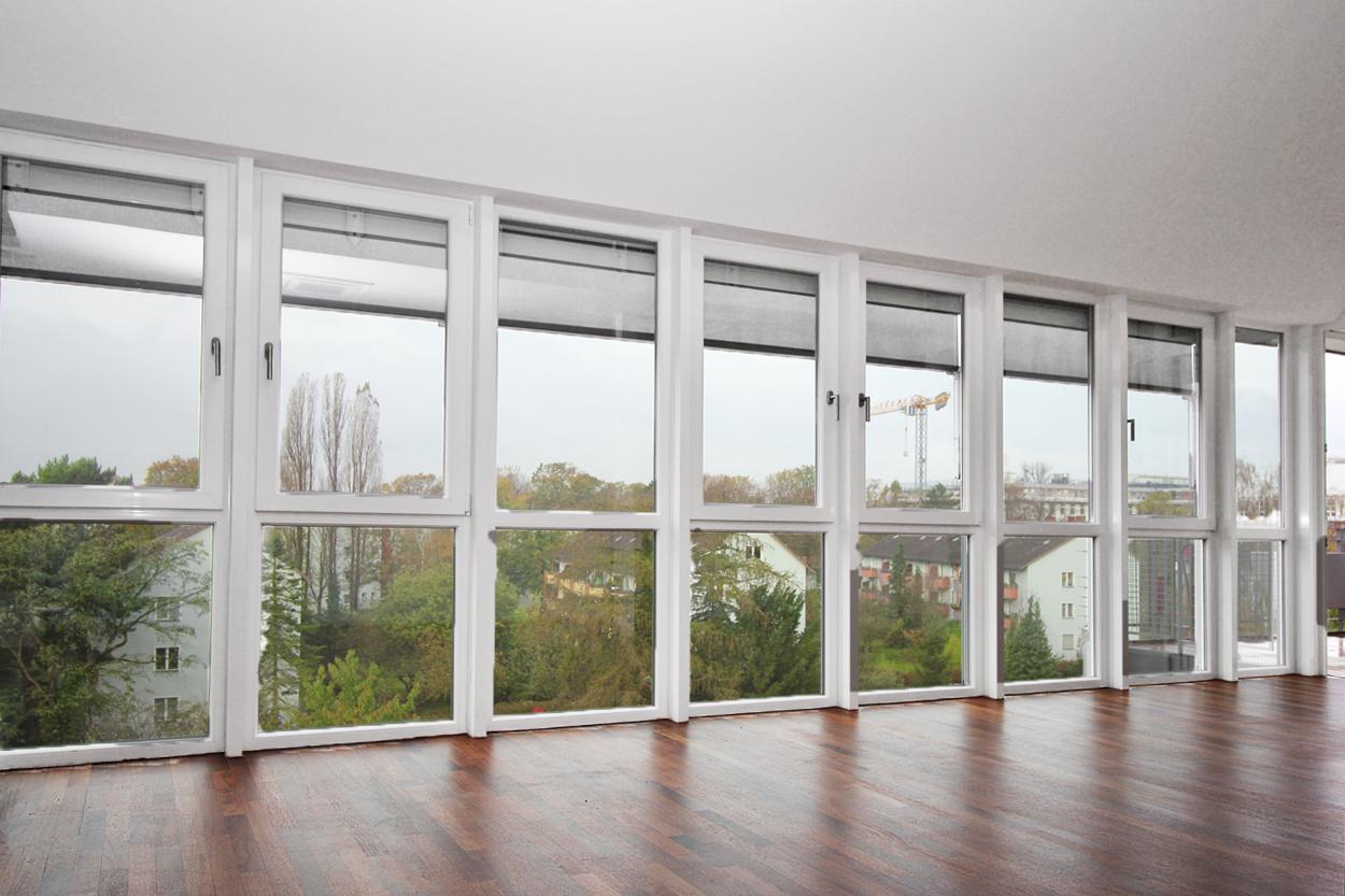 Fensterfront im Wohnzimmer