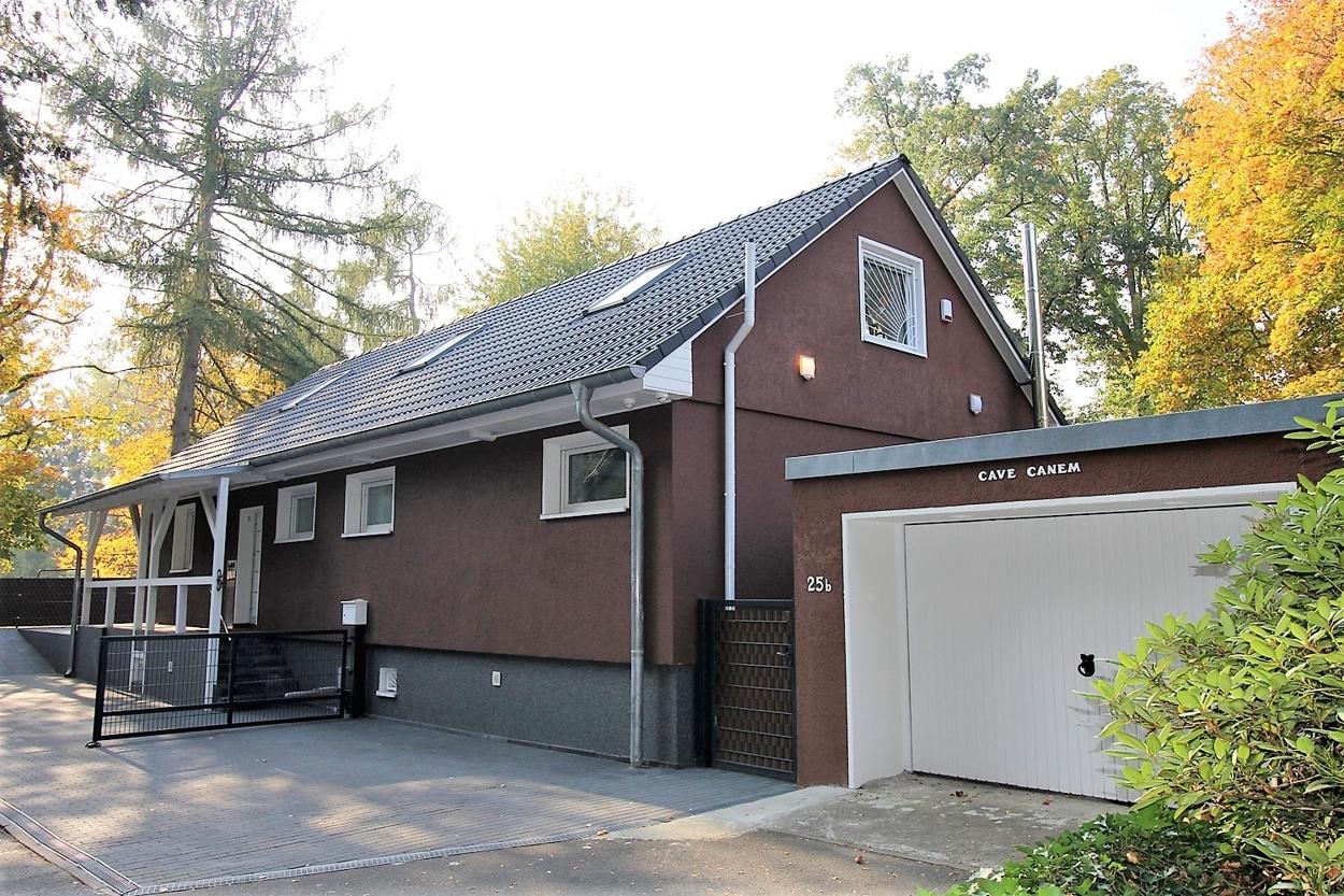 Haus m Garage
