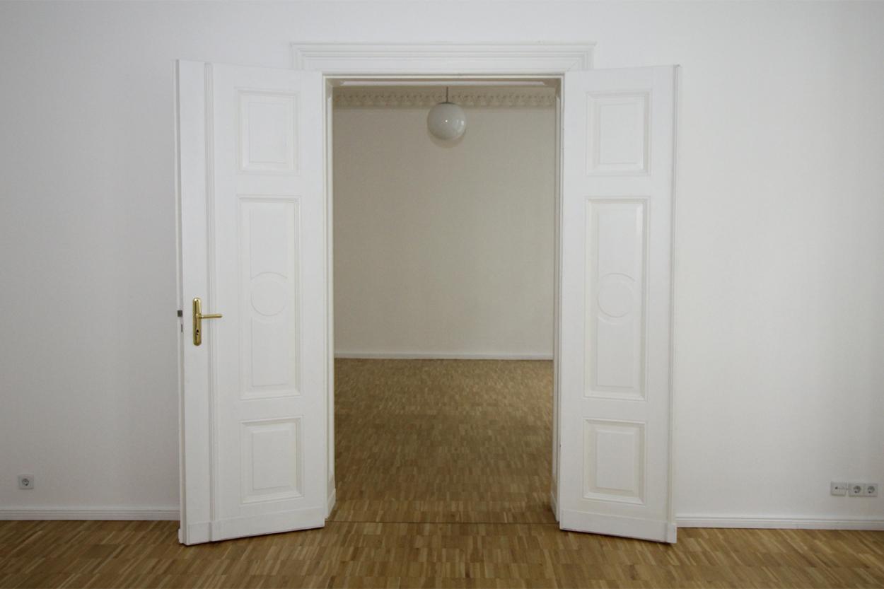 Zimmer mit Flügeltür