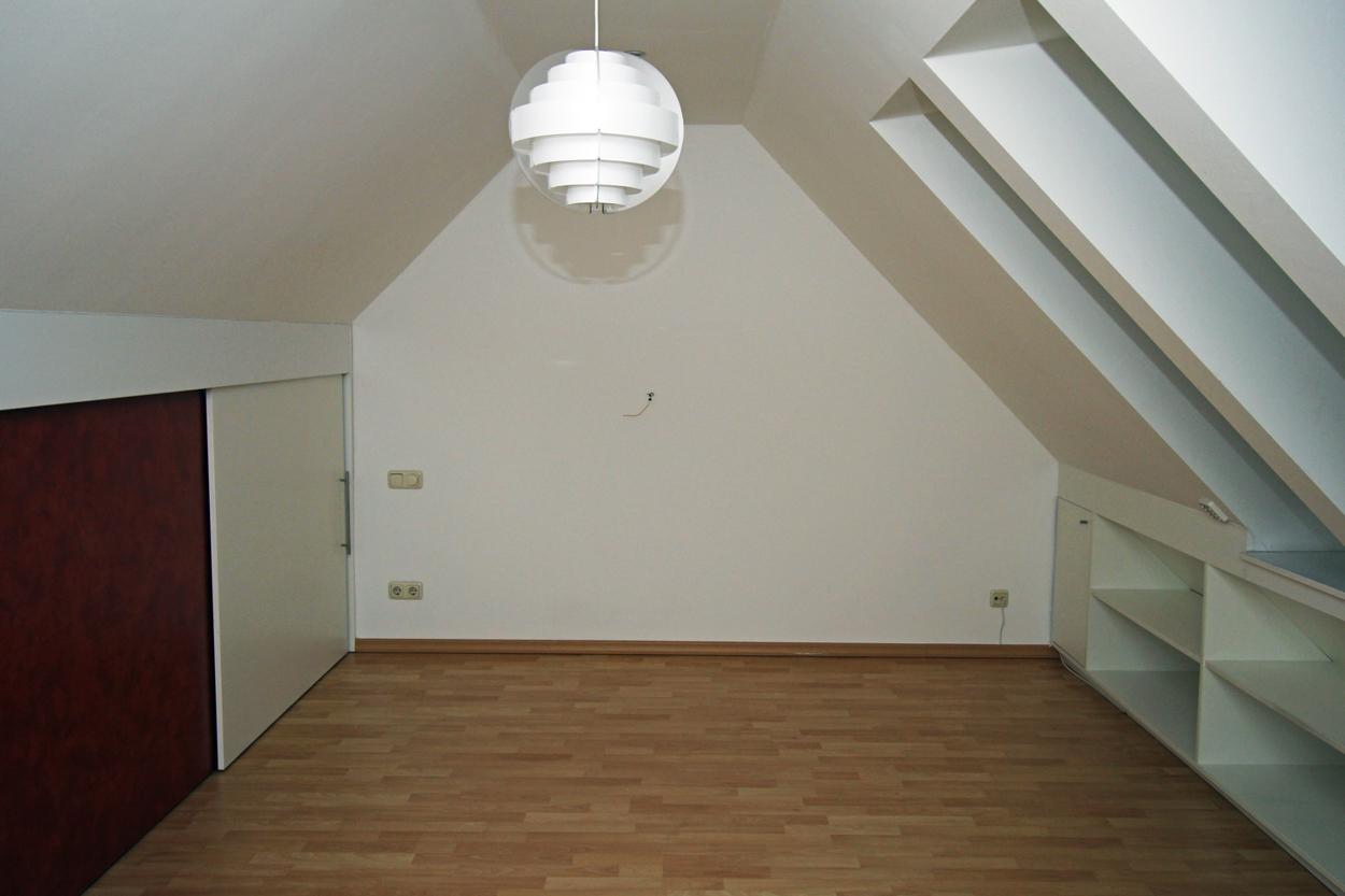 Schlafzimmer im Dachgeschoss (Zugang über Zimmer B im 2. OG)