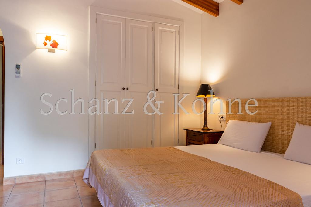 2. Schlafzimmer (OG) 2.1
