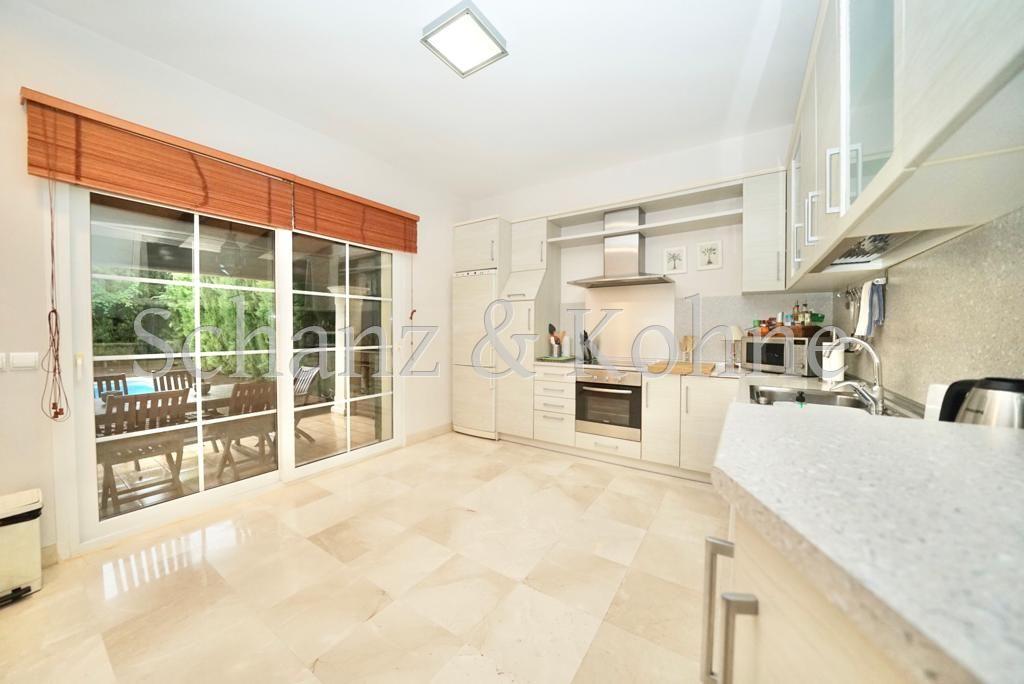 Küche mit Verbingung zur Terrasse