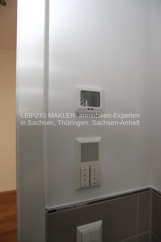Badezimmer mit integrierten Radio