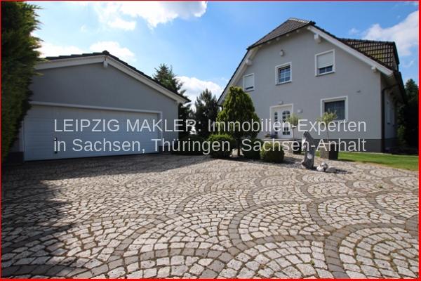Haus_Frontansicht-mit-Garag