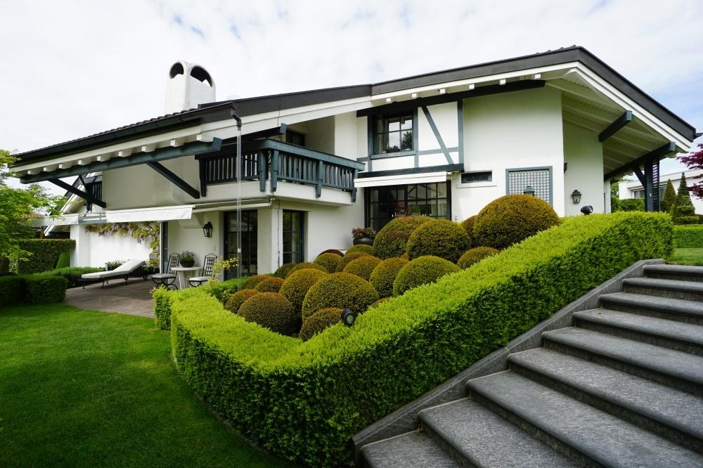 Kauf: herrschaftliche, uneinsehbare Villa