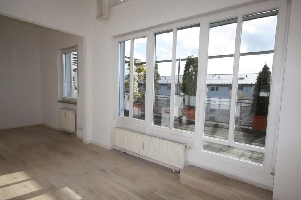Fensterfront Wohn-und Essbereich