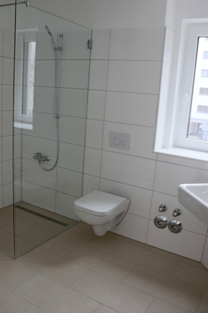 Bad mit bodenebener Dusche