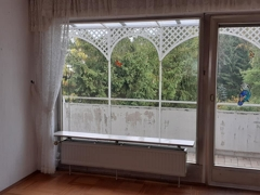 Fensterfront mit Balkon