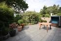 große, geschützte Terrasse