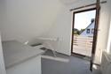 kleines, helles Zimmer mit Zugang zum Balkon