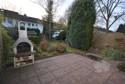 große Terrasse mit Blick in den Garten