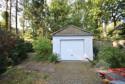 Garage im vorderen Bereich des Grundstücks
