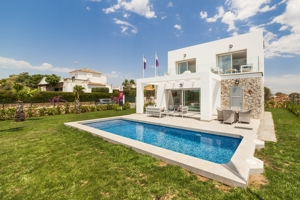 Modern, detached new build villas