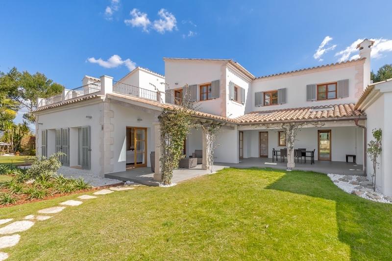 Buy Villa in Nova Santa Ponsa