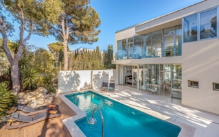 Minimalist villa with sea views and holiday rental license