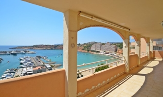 1st line apartment for renovation Port Adriano