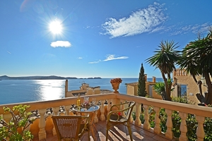 Very private sea view apartment with a large terrace