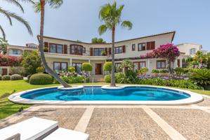 Elegante Meerblick Villa im Herrenhaus Stil