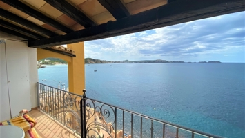 1st line penthouse with sea access Cala Fornells