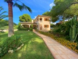 Villa auf flachem Grundstück mit viel Potential
