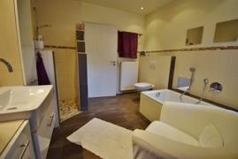 EG Badezimmer mit Zugang vom Schlafzimmer