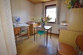 Zimmer mit Küchenanschlüssen im Dachgeschoss