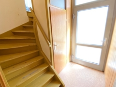 Hauseingang und Treppenhaus