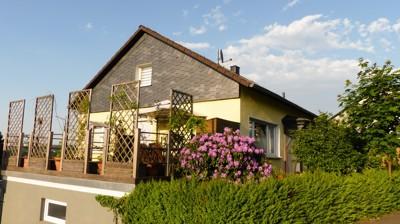 Seitenansicht mit Terrasse