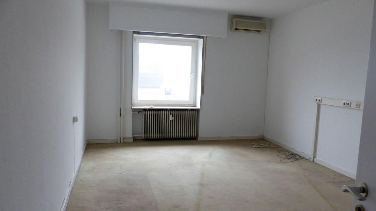 Schlafzimmer der Leerwohnung im 1. OG
