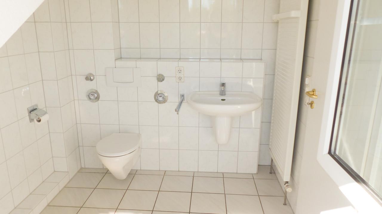 Weiße Sanitärausstattung