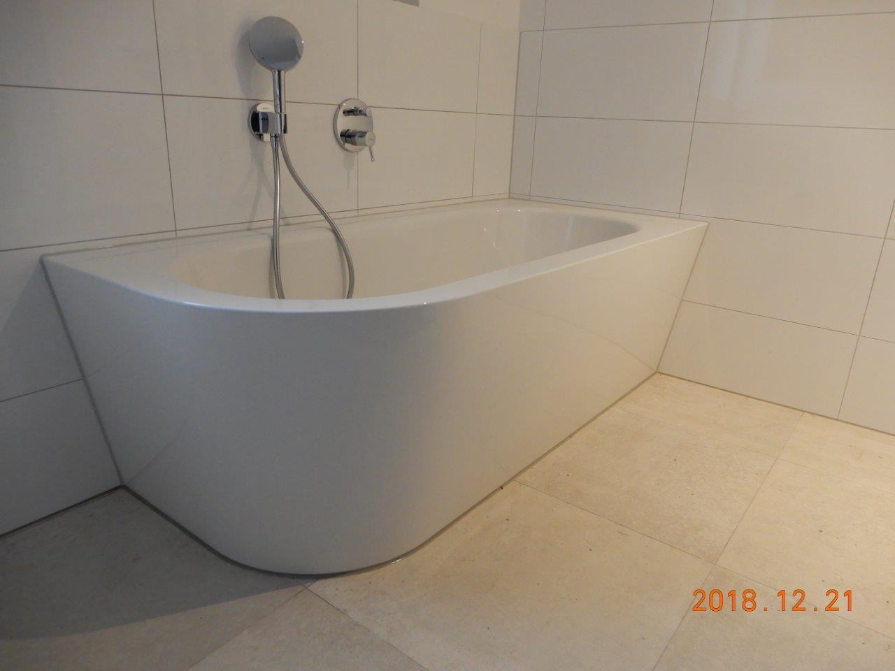 moderne Designer-Badewanne und ...