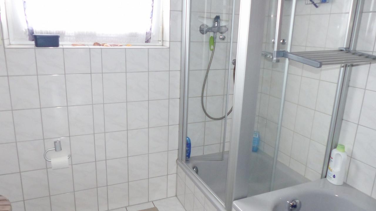 _..mit Dusche und Wanne
