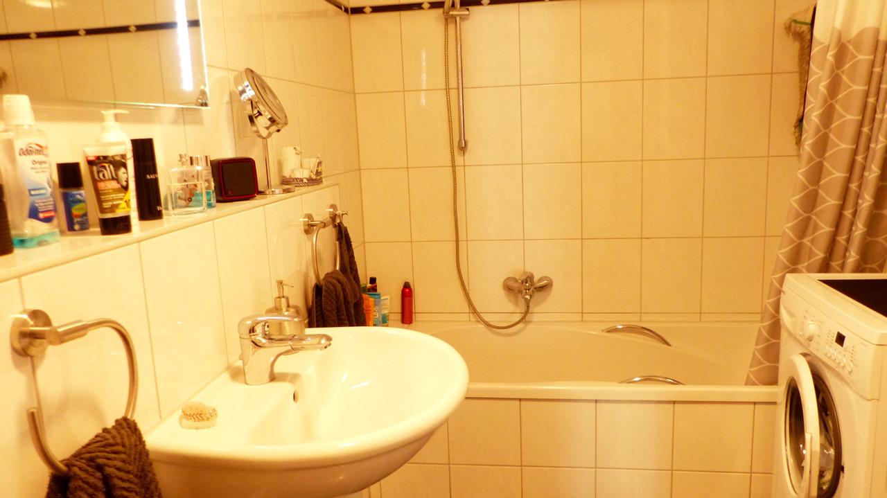 modernes Badezimmer mit...