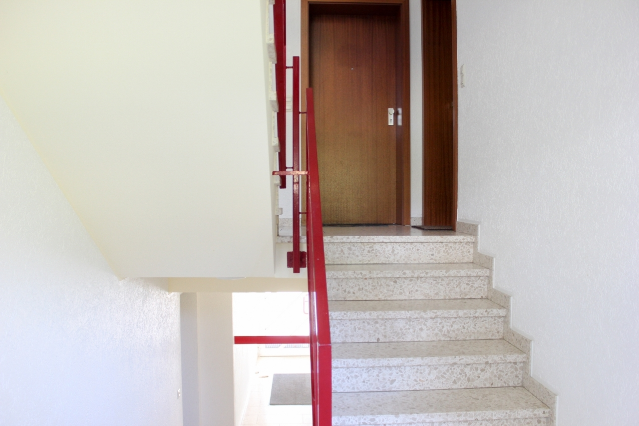 helles gepflegtes Treppenhaus