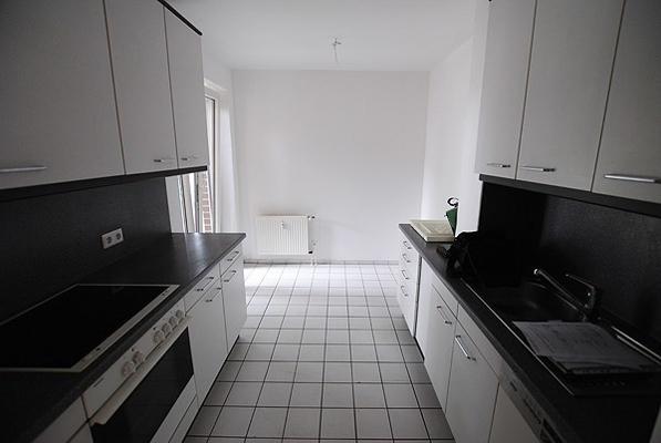 Wohn-Einbauküche-mit-allen-E-Geräten