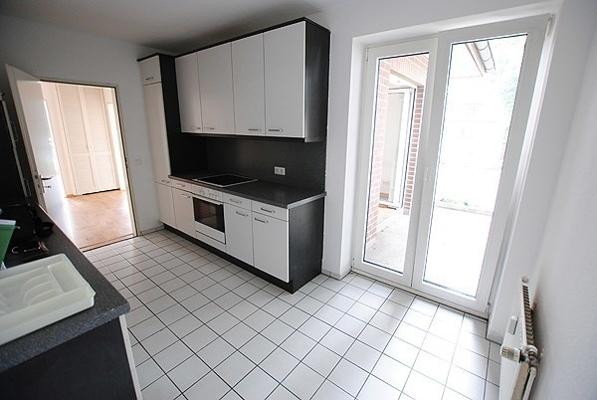 Wohn-Einbauküche-mit-allen-E-Geräten-2