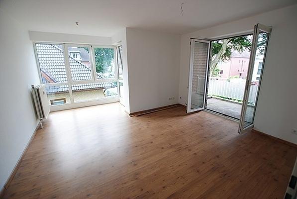 Wohnzimmer-mit-Glaserker-1