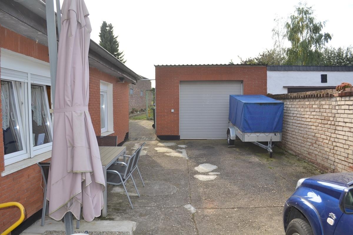 Hof und Garage