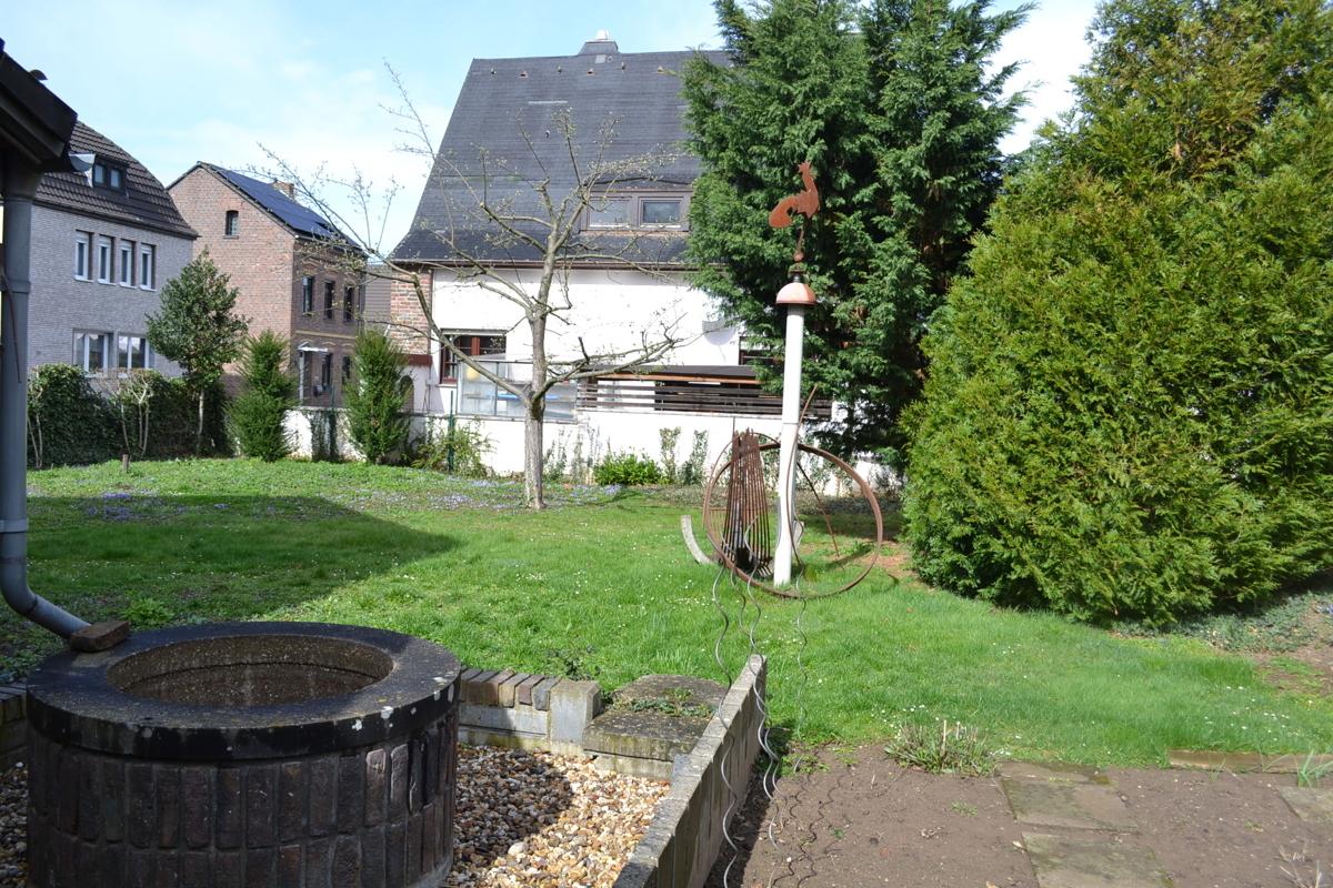 Grundstück neben Haus links(2)